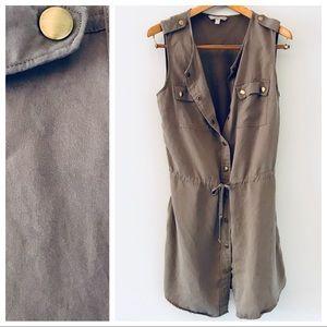 BR snap-up cargo dress, gold buttons, pockets sz 8